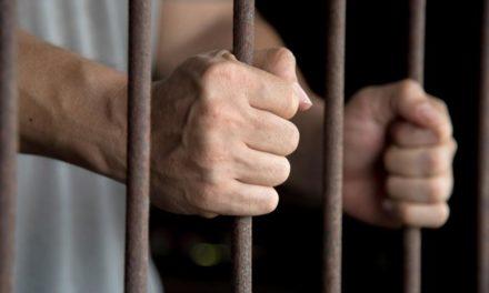 Άγριoς ξυλοδαρμός του αντιεξουσιαστή Γιάννη Δημητράκη μέσα στη φυλακή – Νοσηλεύεται στο νοσοκομείο