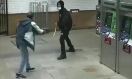 Το άγριο ξύλο στο μετρό της Νέας Υόρκης κατέληξε με μαχαιριές στην πλάτη