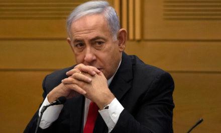 Η στιγμή που ο Νετανιάχου κάθισε στη λάθος καρέκλα και του υπενθύμισαν ότι δεν είναι πια πρωθυπουργός