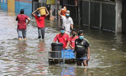 Τουλάχιστον 16 νεκροί και 270.000 εκτοπισμένοι από τις πλημμύρες και τις κατολισθήσεις