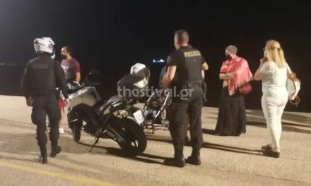 Άφησαν το μωρό τους στο καρότσι και έτρεξαν για να γλιτώσουν τη σύλληψη – ΒΙΝΤΕΟ