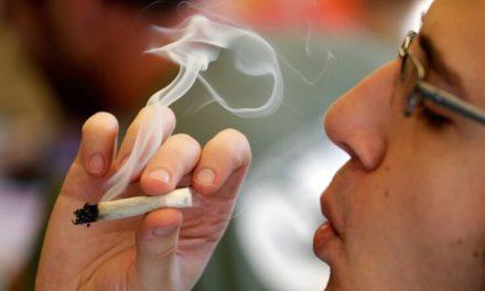 Προσφέρει ένα δωρεάν τσιγάρο μαριχουάνας σε όποιον εμβολιάζεται