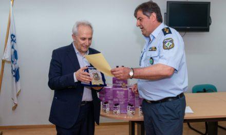 Ο διοικητής της Άμεσης Δράσης παρέλαβε δωρεά αντισηπτικών (φωτο)