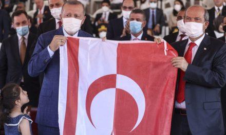 Τενεκέδες, Ερντογάν και κοτόπουλα | HuffPost Greece