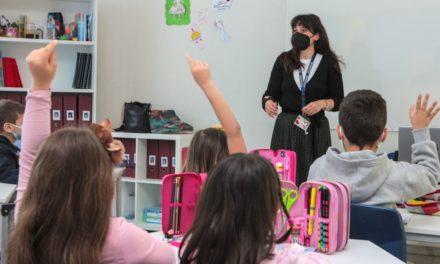 Φρένο στον υποχρεωτικό εμβολιασμό των εκπαιδευτικών, με εργαστηριακά τεστ στην τάξη