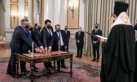 Η ορκωμοσία των νέων υπουργών της κυβέρνησης σε εικόνες