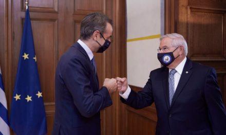 Μητσοτάκης προς Μενέντεζ: Υποδέχομαι ένα πολύ καλό φίλο της Ελλάδας (φωτογραφίες)