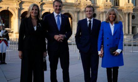 Μητσοτάκης-Μακρόν εγκαινίασαν την έκθεση «Παρίσι-Αθήνα: Γέννηση της Σύγχρονης Ελλάδας»