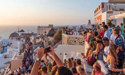 Σαντορίνη και Μύκονος στην κορυφή των ποσοστών αφίξεων τουριστών στο εννεάμηνο